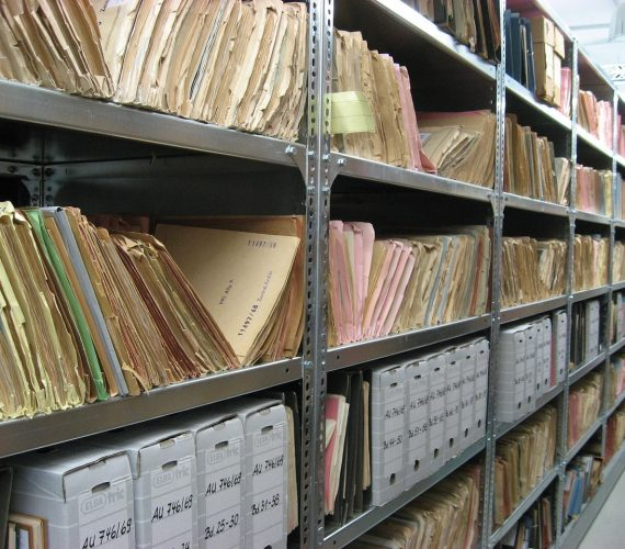 Ile zarabia archiwista? Kraków – praca w archiwum