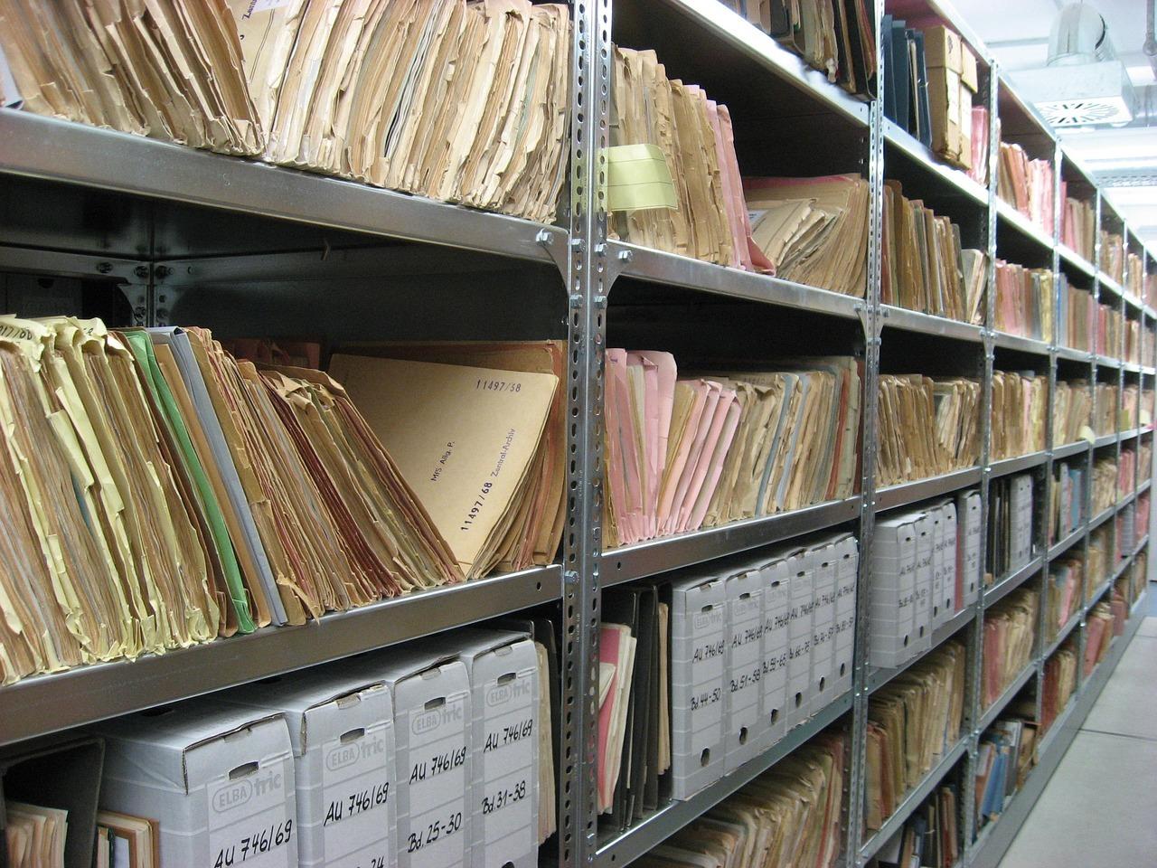 praca w archiwum